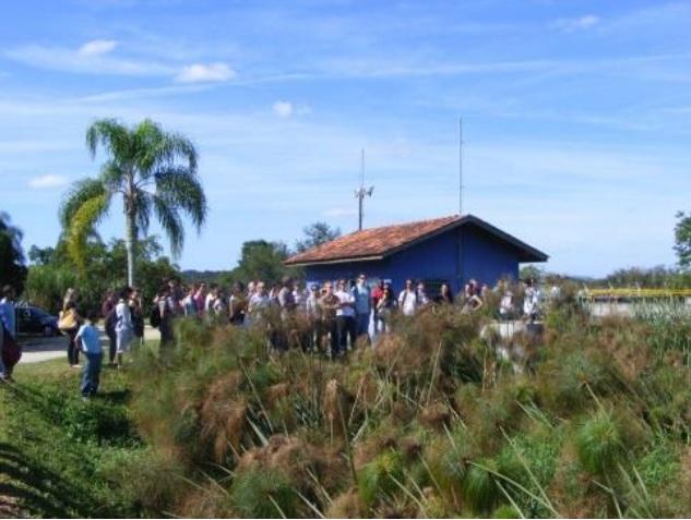Grupo durante visita a campo.